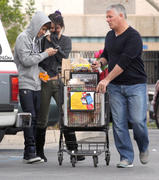 th 86231 Gomezlq12 123 1076lo Selena Gomez   grocery shopping in Encino 01/14/12