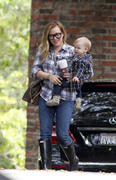 http://img168.imagevenue.com/loc1132/th_843428730_Hilary_Duff_Heading_to_play_date_with_Luca9_122_1132lo.jpg