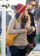 http://img168.imagevenue.com/loc1147/th_434271612_Hilary_Duff_Pasadena_Antiques_Market3_122_1147lo.jpg