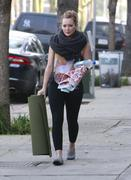 http://img168.imagevenue.com/loc1160/th_046112120_Hilary_Duff_heads_to_yoga_in_Studio_City20_122_1160lo.jpg