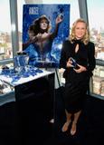 Naomi Watts attends the Costume Institute Gala celebrating Chanel at The Metropolitan Museum of Art (May 2, 2005) Foto 493 (Наоми Вотс приняла участие в гала Института костюма Шанель отмечать на сцене Метрополитен-музее изобразительных искусств (2 мая 2005) Фото 493)