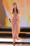 th_38854_celebrity_paradise.com_Lena_Meyer_Landrut_46_Goldene_Kamera_Berlin_05.02.2011_45_122_692lo.jpg