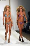 Joanna Krupa at the Ed Hardy swimsuit fashion show Foto 448 (Джоанна Крупа на Ed Hardy купальник показ мод Фото 448)