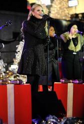 "Nov 30, 2010 - Jessica Simpson - ""Christmas Tree Lighting Ceremony"" At Rockefeller Center In NYC Th_57081_tduid1721_Forum.anhmjn.com_20101202092644006_122_730lo"