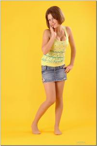 http://img168.imagevenue.com/loc756/th_727882386_tduid300163_sandrinya_model_denimmini_teenmodeling_tv_011_122_756lo.jpg