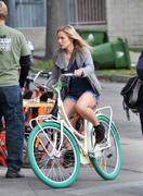 Кристен Белл, фото 8382. Kristen Bell On bicycle in Los Feliz FEB-28-2012, foto 8382