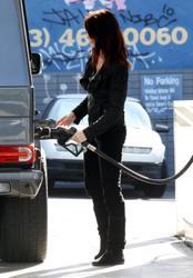 Nov 22, 2010 - Ashley Greene - At The Gas Station Th_12948_tduid1721_Forum.anhmjn.com_20101128094927010_122_920lo