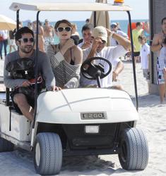 http://img168.imagevenue.com/loc961/th_312598898_Mischa_Barton_Bikini_Candids_on_the_Beach_in_Miami_December_27_2011_212_122_961lo.jpg
